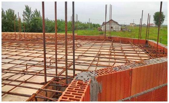 Constructii-case-la-rosu